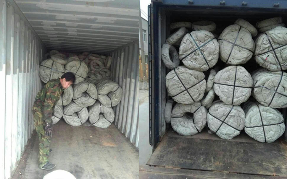 Razor Wire unloading from container